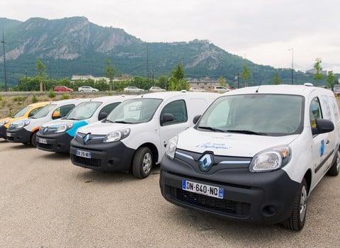 Ce mercredi 10 juin, 21 électriques à hydrogène ont été livrés à des entreprises et collectivités locales de l'agglomération grenobloise. © Pierre Jayet