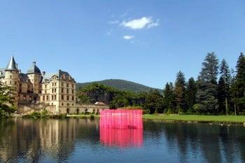 """L'installation """"Rose Palace"""" de Viviane Rabaud est à découvrir jusqu'au 21 septembre au Domaine de Vizille. © Domaine de Vizille"""