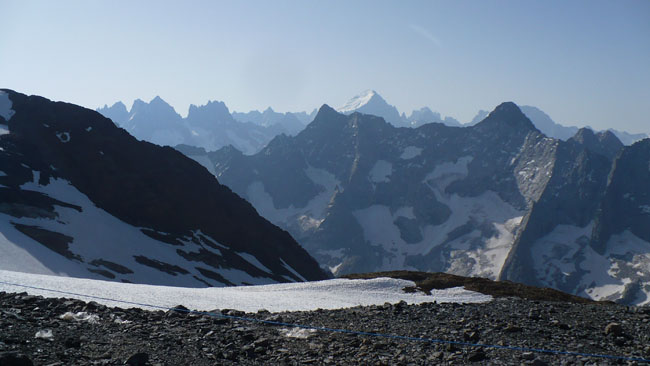 panorama estival sur la Meije et la Barre des Ecrins depuis le sommet de la station des 2 Alpes (3600m) - © Delphine Chappaz - placegrenet.fr