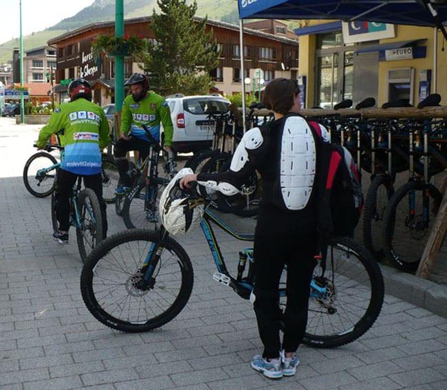 L'équipement pour la pratique du VTT ne requiert pas que le vélo! - © delphine Chappaz - placegrenet.fr