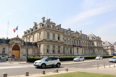Préfecture de Grenoble sur la Place de Verdun à Grenoble ©Eléonore Bayrou