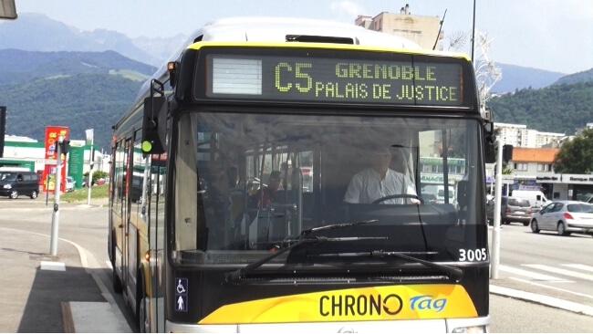 Enquête sur un bus de ligne C5 de la Semitag à Grenoble. © Joël Kermabon - placegrenet.fr