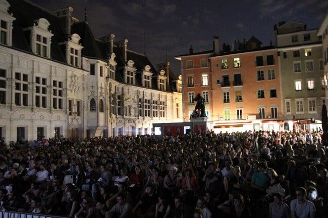 Place Saint-André et cinéma Juliet Berto, des projections seront organisées gratuitement tous les soirs. © Maxime Grillet - Cinémathèque de Grenoble
