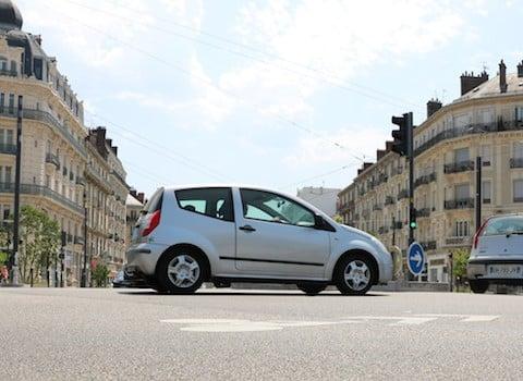 Grenoble va tester l'éco-pastille automobile à l'automne. En vue des restrictions de circulation et de stationnement. © Patricia Cerinsek - placegrenet.fr
