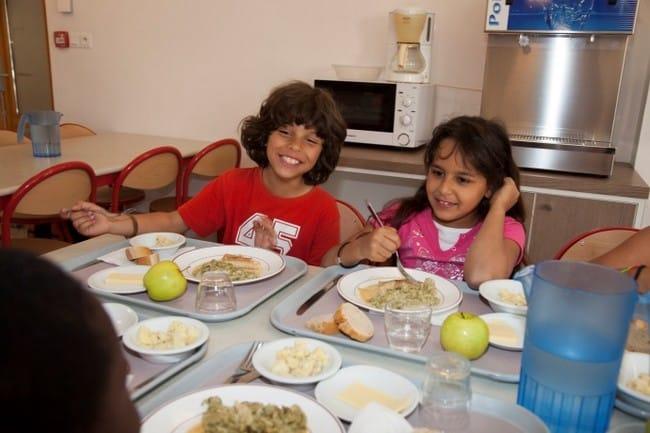Les parents d'élève sont invités à envoyer leurs enfants un jour de moins par semaine à la cantine scolaire © Ville de Grenoble