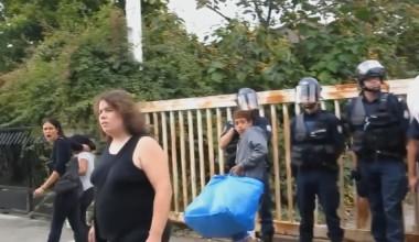 « C'est la meilleure décision madame, ne pleurez pas ! » Quand la foule expulse des Roms. Capture d'écran de la vidéo.