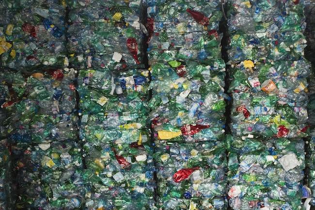 La Région dit vouloir accélérer la valorisation des déchets de la filière plasturgie. Ici, du plastique compacté au centre Athanor. © Grenoble-Alpes Métropole