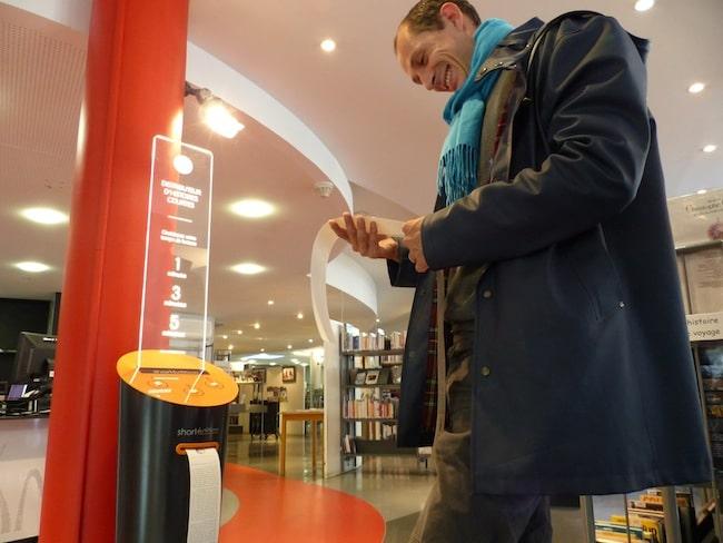 Short Edition installe des distributeurs d'histoires courtes dans les bibliothèques de Grenoble. Crédit Patricia Cerinsek