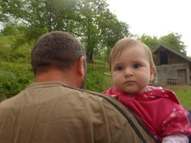 Djillé est un des très très rares survivants du massacre de Srebreniça - Ici avec sa fille / 2015-©AW