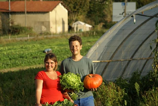 Yvan et Marie, les deux agriculteurs installés en biologique à Châbons à 40 km de Grenoble.