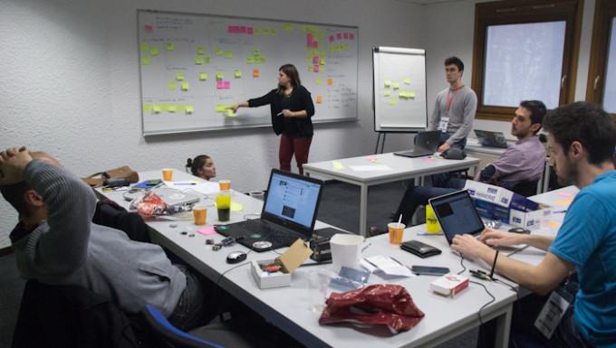 L'équipe de projet LoCity en plein travail. © Yuliya Ruzhechka. Place Gre'Net