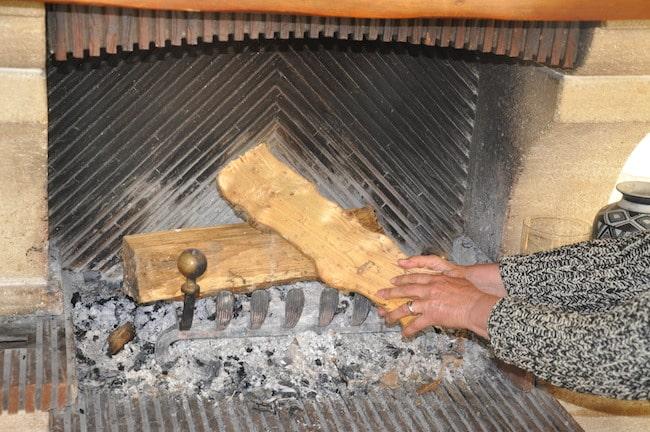 Chauffage au bois dans cheminée. © Maïlys Medjadj - Place Gre'net
