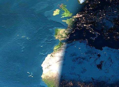 Vue de la limite jour - nuit sur la Terre depuis l'espace. DR frontière