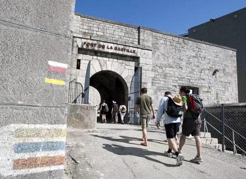 Le Fort de la Bastille est le point de départ de nombreux sentiers pédestres. © Laurent Salino
