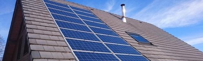 Les centrales villageoises veulent installer des panneaux photovoltaïques sur les toits pour développer les énergies renouvelables. Grésivaudan, Vercors, Trièves, des habitants réinventent l'investissement citoyen.