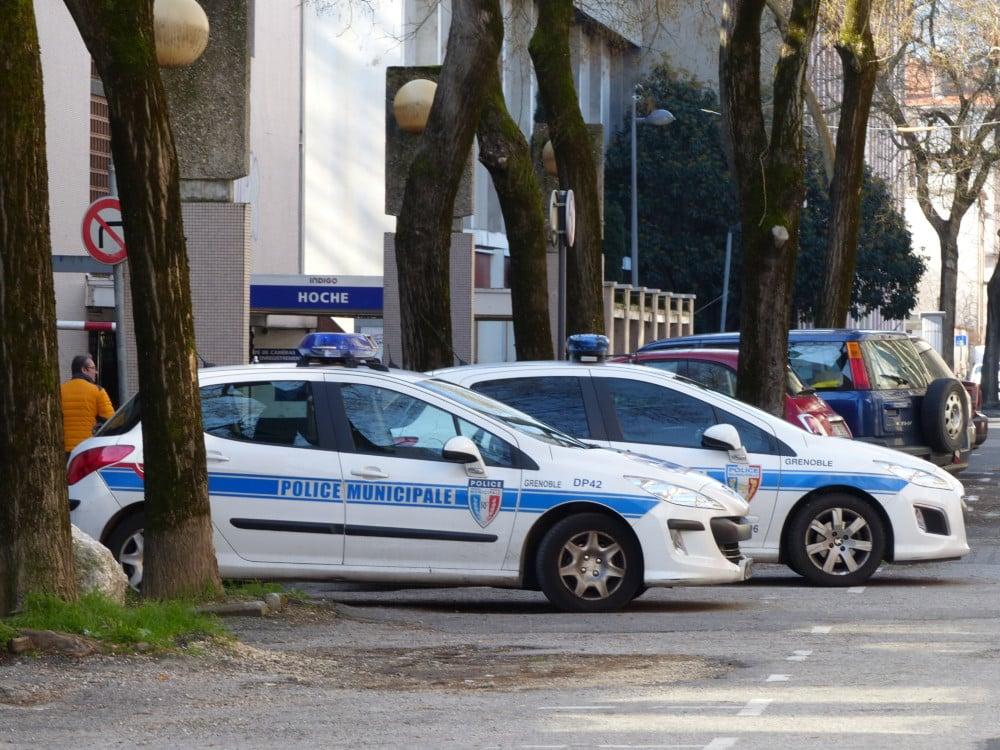 Grenoble compte une centaine de policiers municipaux sur la voie publique © Séverine Cattiaux - Place Gre'net