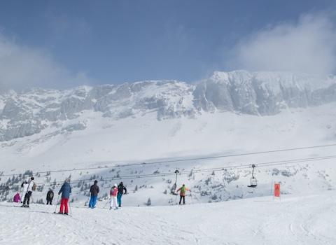 Il y a les stations de ski bien exposées et bien équipées. Et les autres, qui paient un lourd tribut au manque de neige. L'Isère est en première ligne.