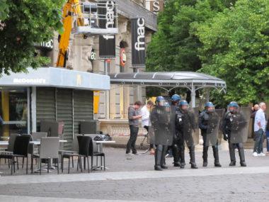 Des CRS, place Félix Poulat, lors de la manifestation contre le 49.3 © Séverine Cattiaux