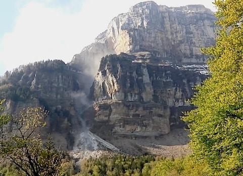 Nouvel éboulement au Mont Granier le 7 mai 2016 : l'érosion et seulement l'érosion ? Photo extraite de la vidéo de David Amitrano / IS Terre UGA