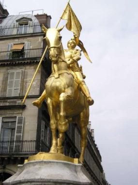 Statue de Jeanne d'Arc sur la place des Pyramides à Paris. © François Trazzi