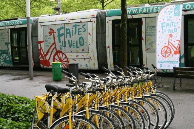 Les cycles Métrovélo font partie du paysage grenoblois. © Joël Kermabon - Place Gre'net