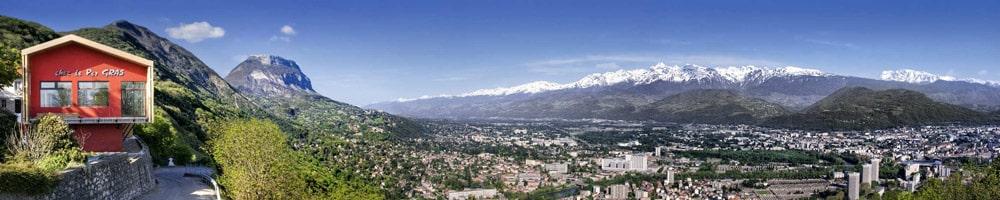 Vue panoramique du restaurant gastronomiqueChez le Pèr'Gras à la Bastille au-dessus de Grenoble. DR