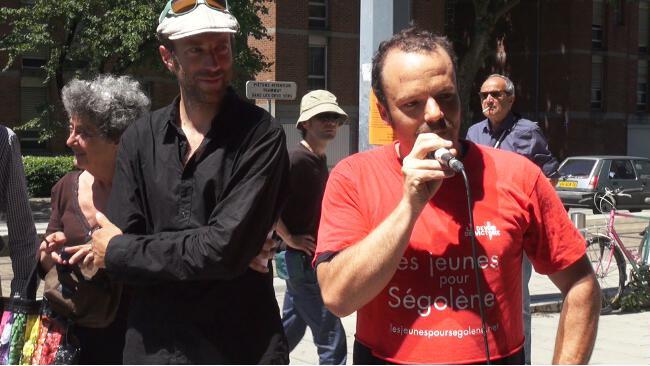 Vincent Peyret, directeur de la publication du Postillon, prend la parole lors du procès intenté au Postillon par Christophe Ferrari. © Joël Kermabon - Place Gre'net