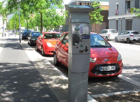 La tarification solidaire imaginée par la ville de Grenoble pour le stationnement résident est illégal a jugé la cour administrative d'appel de Lyon.