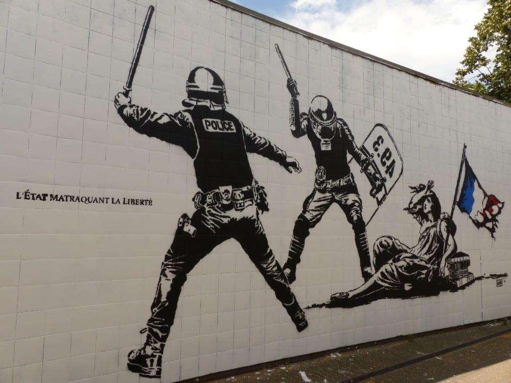 En 2016, la fresque de Goin intitulée L'État matraquant la liberté avait suscité la polémique © Alexandra Moullec - Place Gre'net