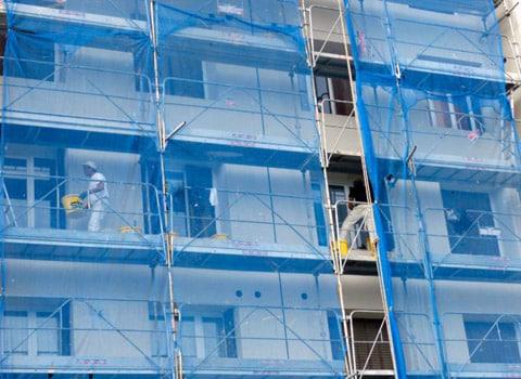 Chantier de rénovation thermique dans le cadre du dispositif Mur/Mur. © Julien Deschamps - placegrenet.fr