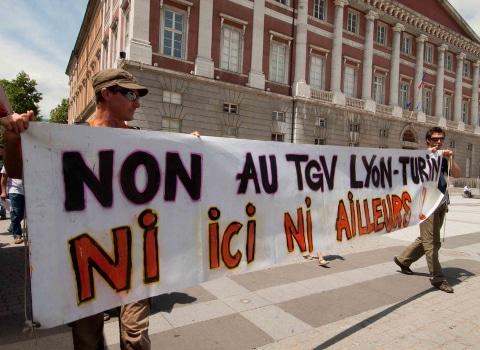 A la veille du sommet franco-italien, des décideurs politiques et économiques interpellent Emmanuel Macron, réclamant la poursuite du gel du Lyon-Turin.