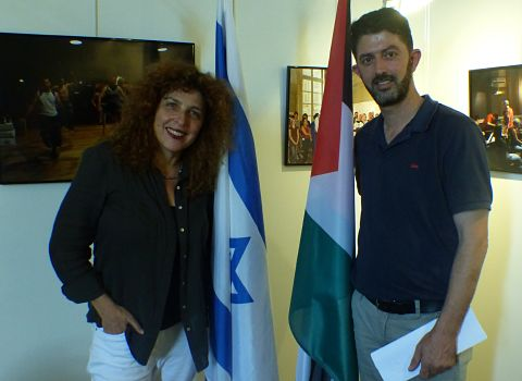 De gauche à droite, la réalisatrice israélienne Yael Perlov et le réalisateur palestinien Ahmad Bargouthi. © Alexandra Moullec