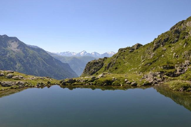 Lac de montagne de la Coche dans le massif de Belledonne. © André Weill