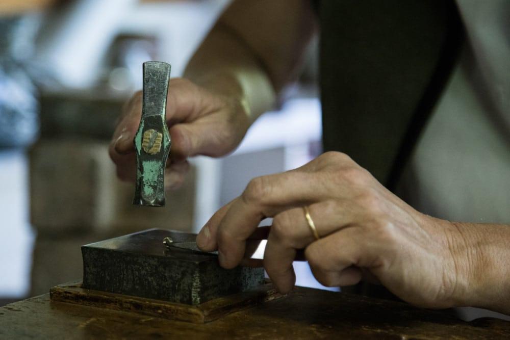 Dans l'atelier de Sibylle Traynard, créatrice de bijoux. © Yuliya Ruzhechka - Place Gre'Net