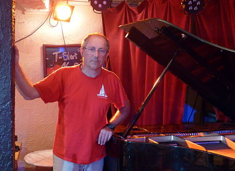 Jacques Perez, propriétaire du club de jazz la Soupe aux choux. © Alexandra Moullec