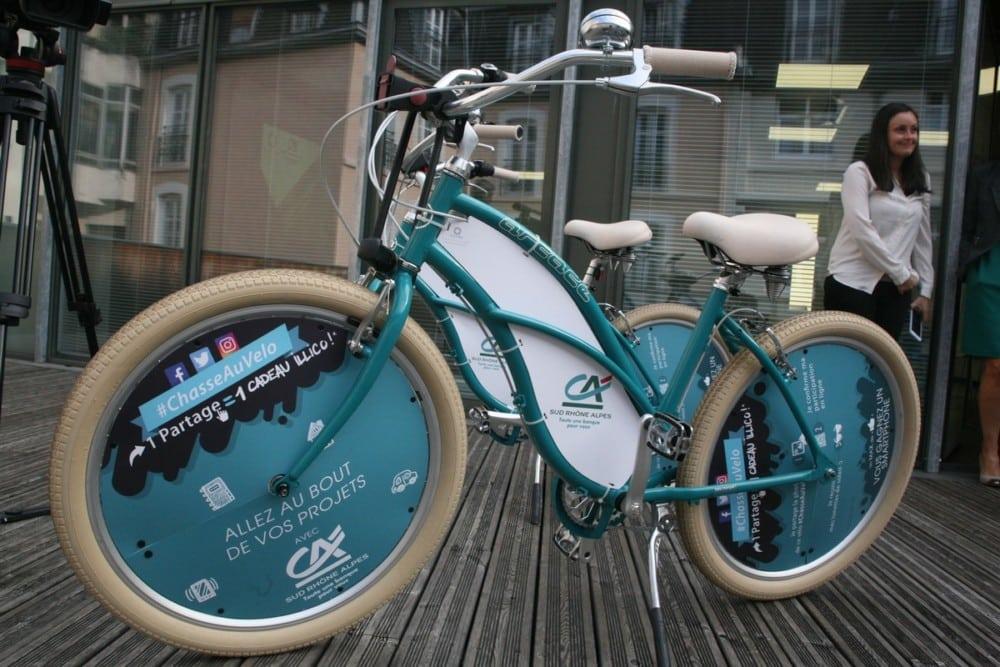 Les vélos aux couleurs du Crédit Agricole, aux guidons très incurvés. © Florent Mathieu - Place Gre'net