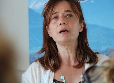 Elisa Martin, lors de la présentation du plan d'austérité de la ville et la refonte des services publics. Crédit Patricia Cerinsek