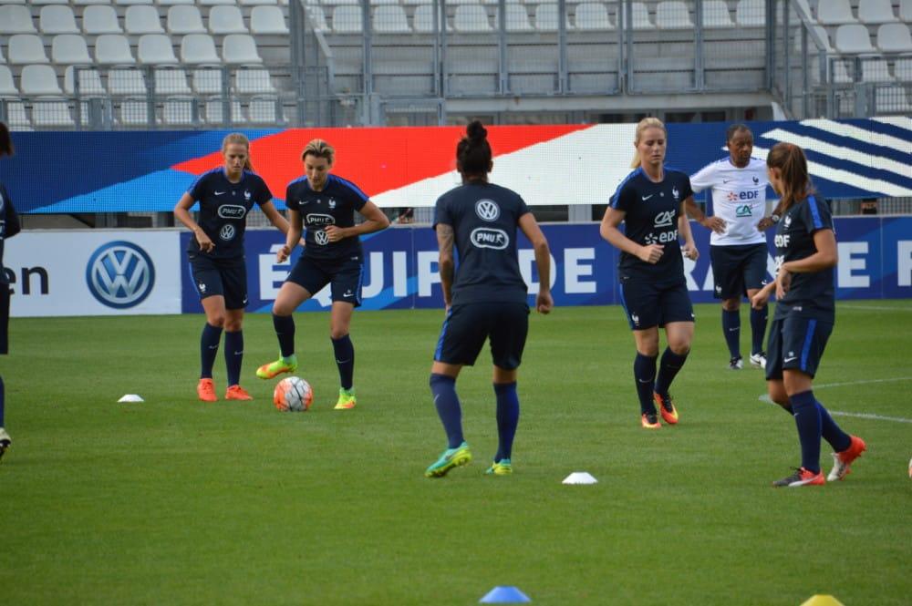 L'équipe de France féminine de football s'entraînant au stade des Alpes à la veille de son match face au Brésil. © Laurent Genin - Place Gre'net