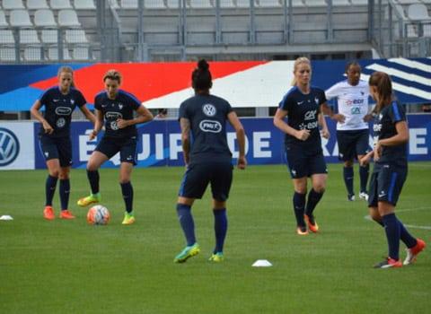 L'équipe de France féminine de football s'est entraînée jeudi au stade des Alpes à la veille de son match face au Brésil. © Laurent Genin