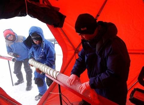 La glace des Alpes conservée en Antarctique. Projet Protecting Ice Memory Crédit Sarah Del Ben - Wild Touch - Fondation UGA