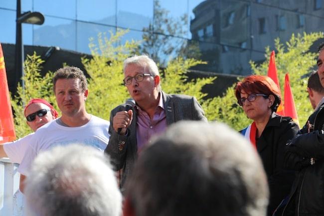 Pierre Laurent, secrétaire national du parti communiste et la sénatrice communiste Annie David aux côtés de Christophe Chevalier un des fers de lance de la résistance à Ecopla.