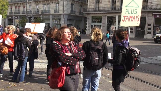 La Plateforme du droit des femmes organise une déambulation samedi 23 septembre pour défendre le droit à l'avortement au niveau européen.Le 8 septembre 2016, la Plateforme du Droit des Femmes manifestait en soutien aux femmes de Pologne, où l'IVG menaçait d'être totalement interdit © Joël Kermabon - Place Gre'net
