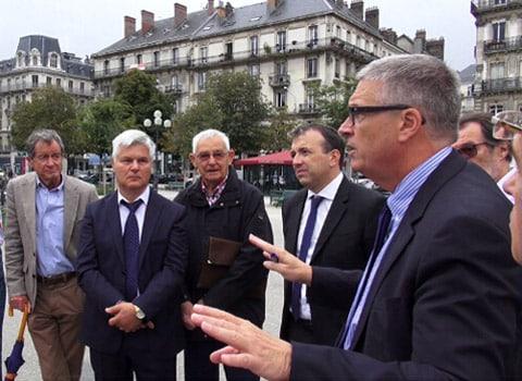 Jean-Pierre Barbier rencontre des commerçants du centre-ville. © Joël Kermabon - Place Gre'net