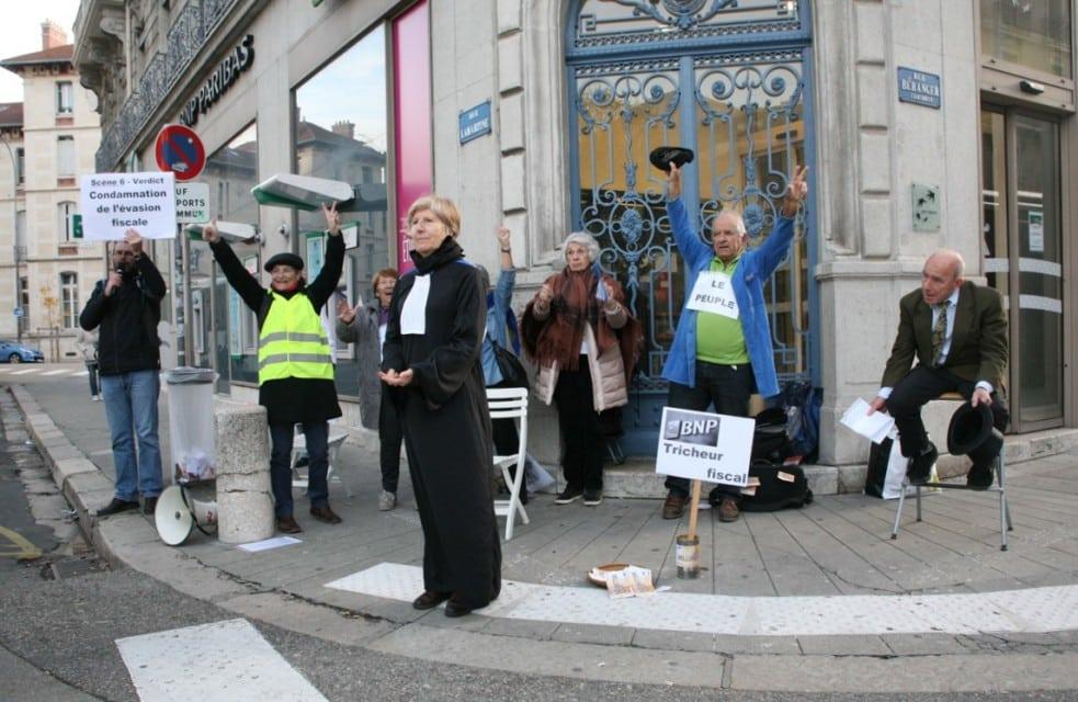 Le dénouement dont rêve ATTAC : la condamnation de l'évasion fiscale suivie de la liesse populaire. © Florent Mathieu - Place Gre'net