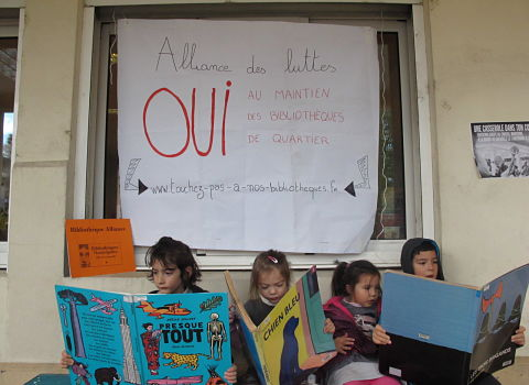 """Le collectif """"Touchez pas à nos bibliothèques !"""" saisit le dispositif d'interpellation et de votation citoyenne de Grenoble. Etape 1 : la pétition...."""