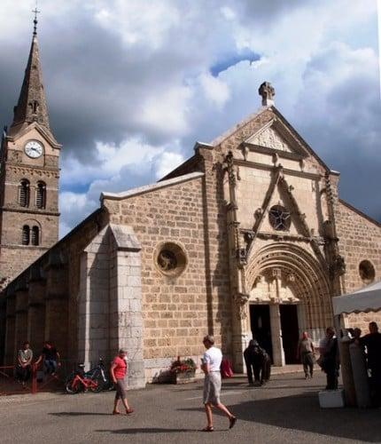 Saint-Geoire en Valdaine, son clocher médiéval désaxé, et ses 75 % en faveur de François Fillon. © Saint-Geoire en Valdaine