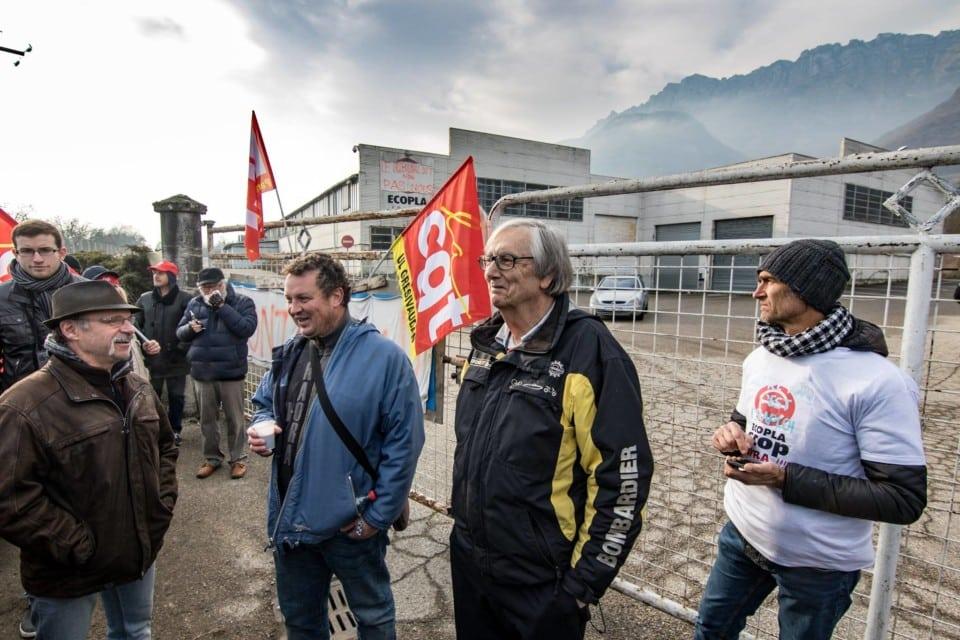 Rassemblement devant l'usine Ecopla mardi 20 décembre © Ecopla-Scop