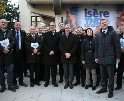 Le Département lance un plan Très haut débit (THD) pour l'Isère. Objectif : 100 % du territoire connecté à la fibre d'ici 2024.