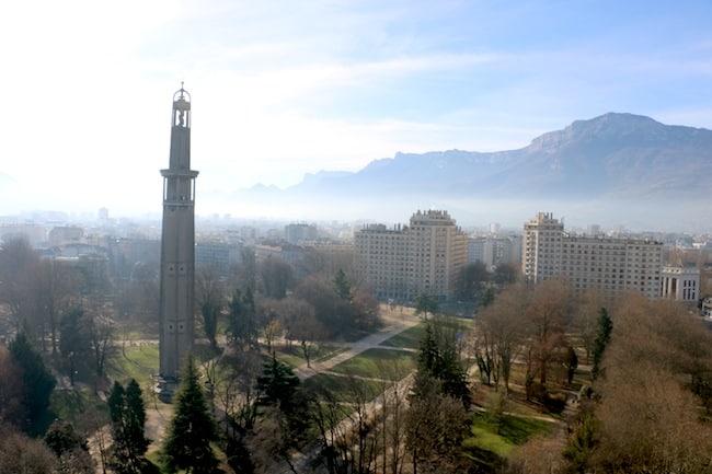 La qualité de l'air s'améliore doucement en Isère. Une tendance qui masque mal les lacunes de la réglementation. De nombreux polluants restent sur le banc.Crédit Patricia Cerinsek