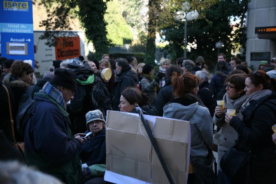 Rassemblement en faveur du Salto devant l'hôtel du Département en décembre 2016 © Florent Mathieu - Place Gre'net